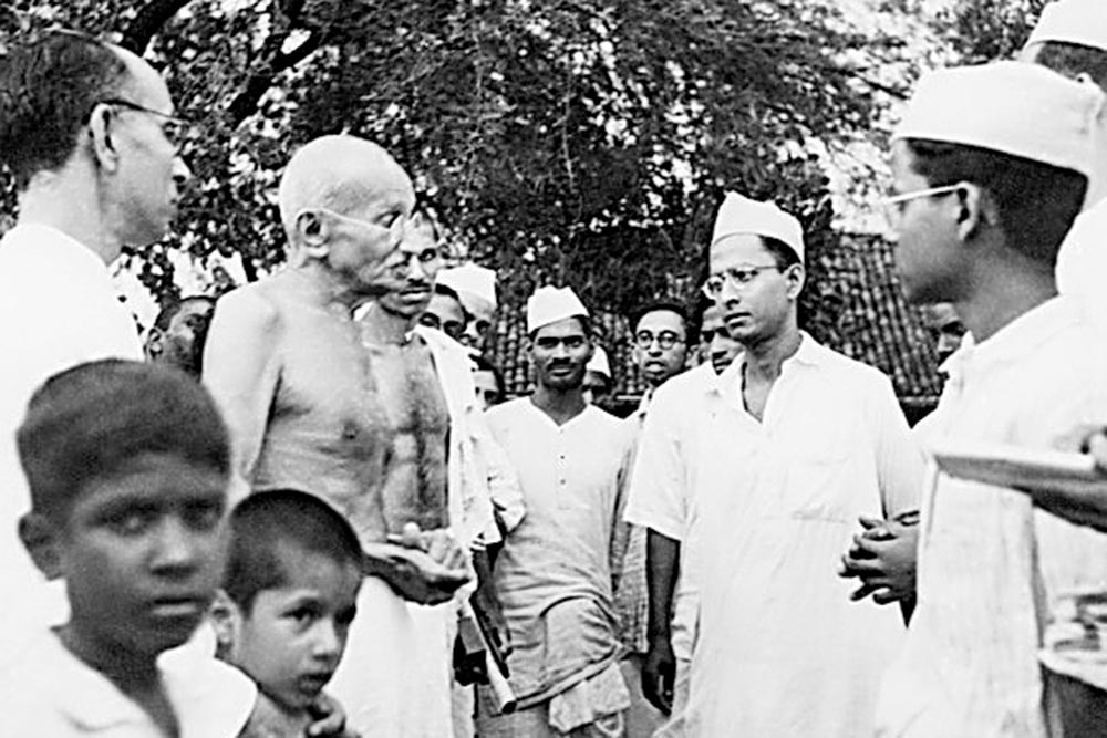 Mahatma Gandhi speaks with a delegation of RSS workers in 1944.