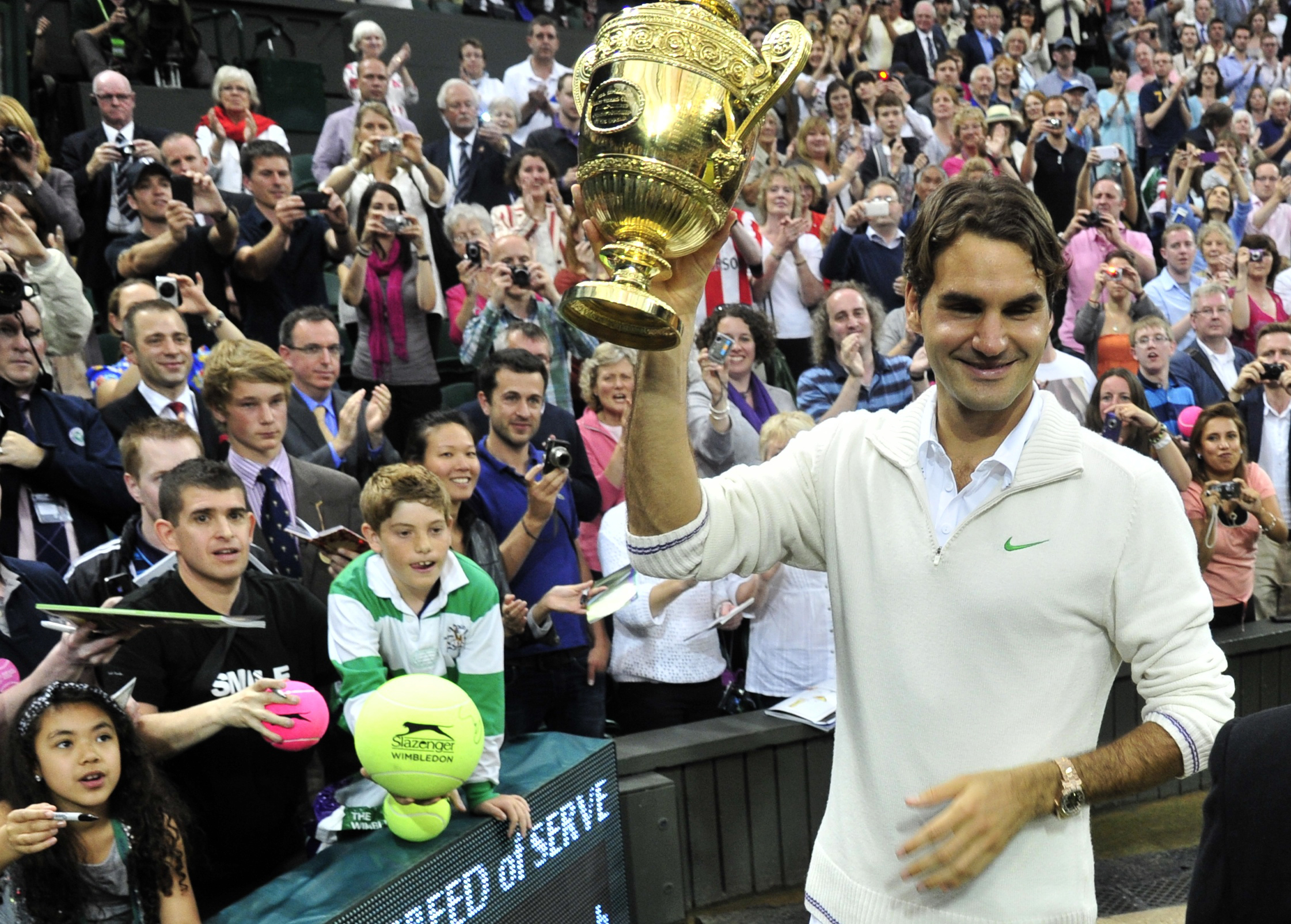 Federer after beating Andy Murray to lift his seventh Wimbledon title/Courtesy: Reuters