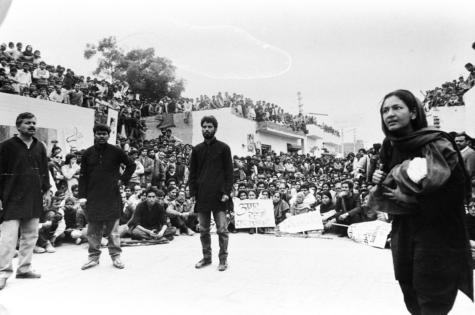 In this picture are (left to right) Subhash Tyagi, Jogi, Brijender and Moloyashree. The actor she is speaking to, who is not in the frame, is me. Vishwajeet Pradhan, who played the cop, is sitting between Jogi and Brijender. Thousands of people turned up for the show – local workers, of course, but also about a dozen bus-full of people from Delhi.