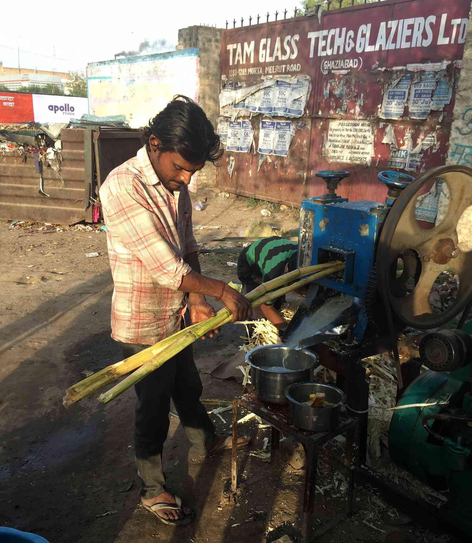 Gautam runs a sugarcane juice shop in Muradnagar, Ghaziabad. Photo credit: Akash Bisht