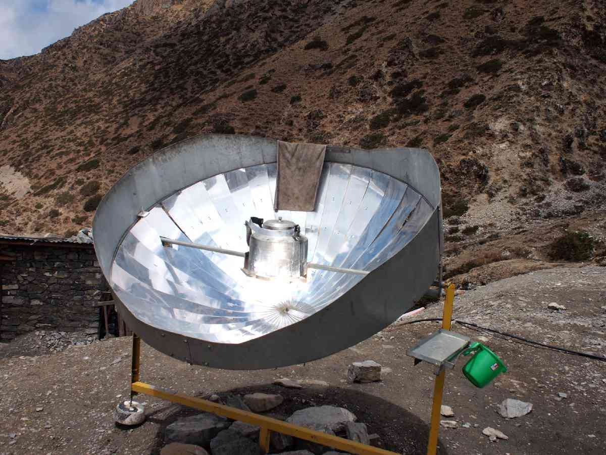 A solar cookstove in Nepal. Image credit: Engineering for Change (CC BY-SA 2.0)