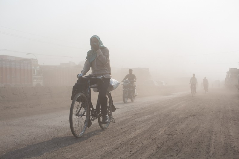 Vehicular emissions, the use of hazardous cookstoves and road dust fuelled by an unchecked urban construction boom have turned North India's air toxic. (Credit: Vivek Muthuramalingam)