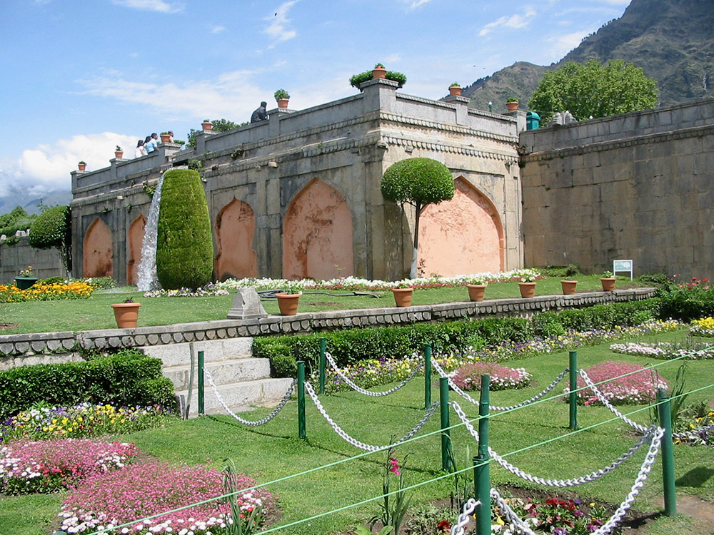 Entrance terrace at Nishat Bagh. Image credit: Anuradha Chaturvedi