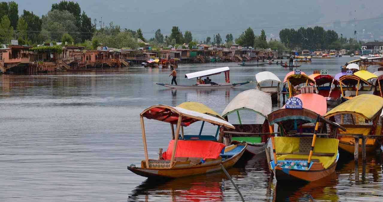 Srinagar's Dal Lake, one of the many sights that tourists visit Kashmir to see. Credit: pixabay.com