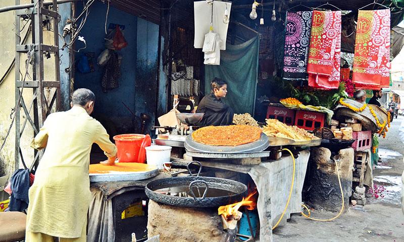 Vendors sell food near the shrine. Photo by Abdullah Khan.
