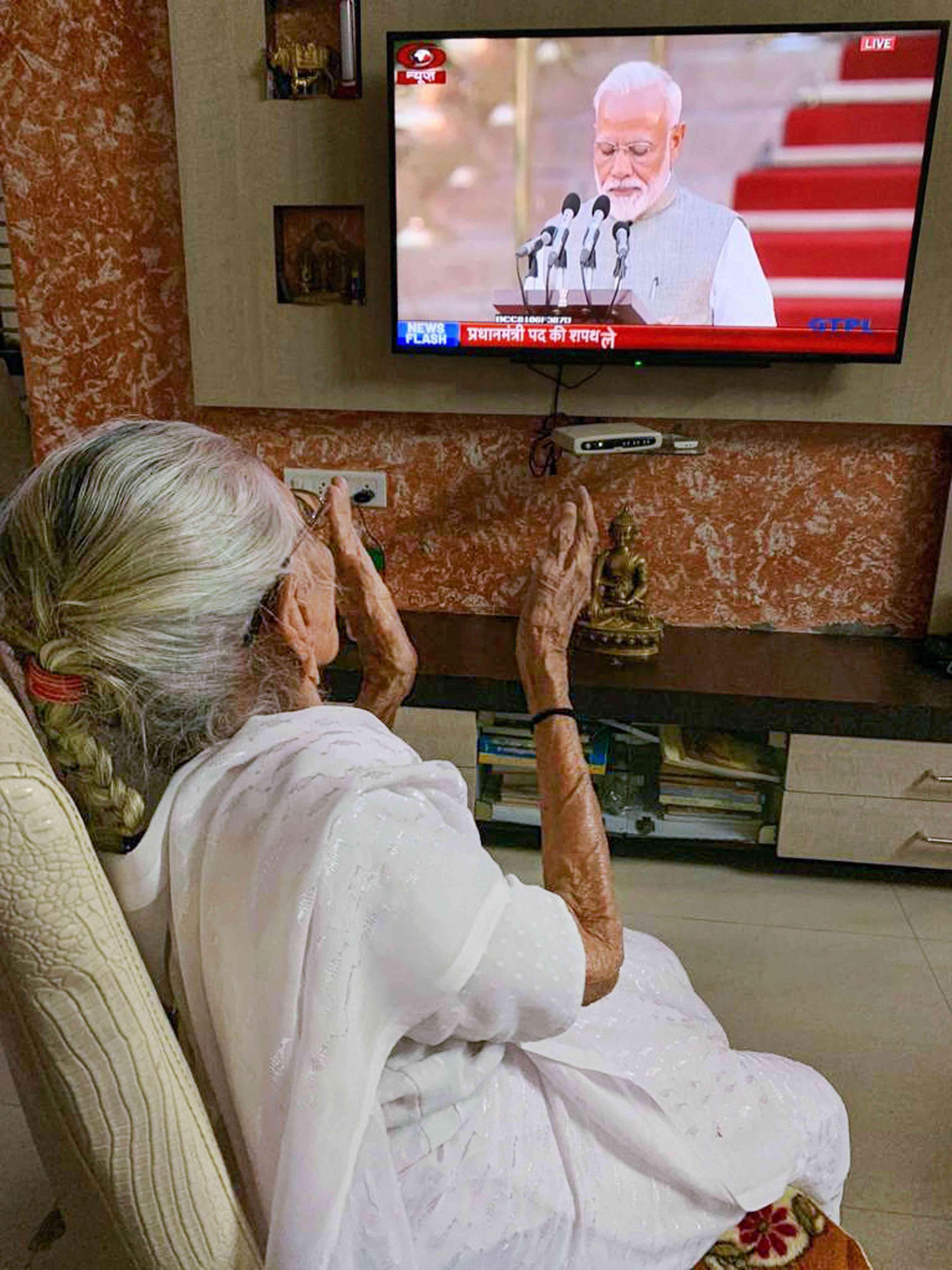 Prime Minister Narendra Modi's mother Heeraben Modi watches him on television at her home in Gujarat's capital Gandhinagar. (Image Credit: PTI)