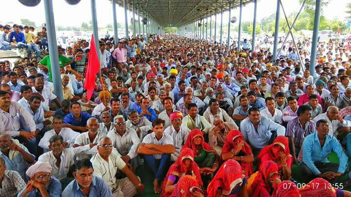Agitating farmers at the Sikar mandi during the agitation