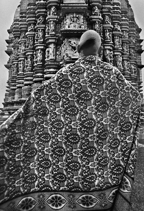 A visitor with his flowery shawl at Duladeo Temple, 2011. (Photograph by Raghu Rai.)