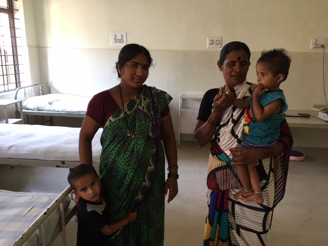Kenchamma (left) is a migrant farm worker from Baghalkot and lives in Udupi's Nitoor slums. Her 18-month-old son Vasant (right) suffers from severe acute malnutrition and is being treated at the Udupi district hospital. (Photo: Menaka Rao)
