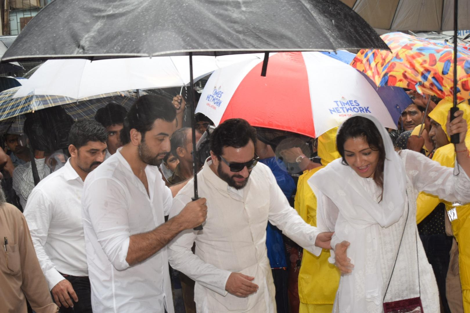 Actors Ranbir Kapoor and Saif Ali Khan seen at the state funeral. (Image credit: IANS)