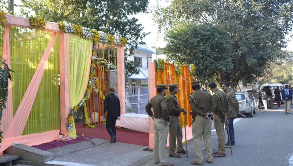 Policemen stand guard outside the venue of an inter-faith wedding in Ghaziabad in December. (Credit: HT)