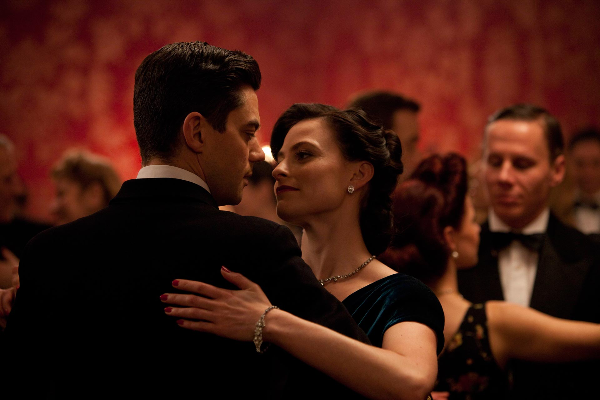 Dominic Cooper and Lara Pulver in Fleming: The Man Who Would Be Bond. Image credit: BBC.