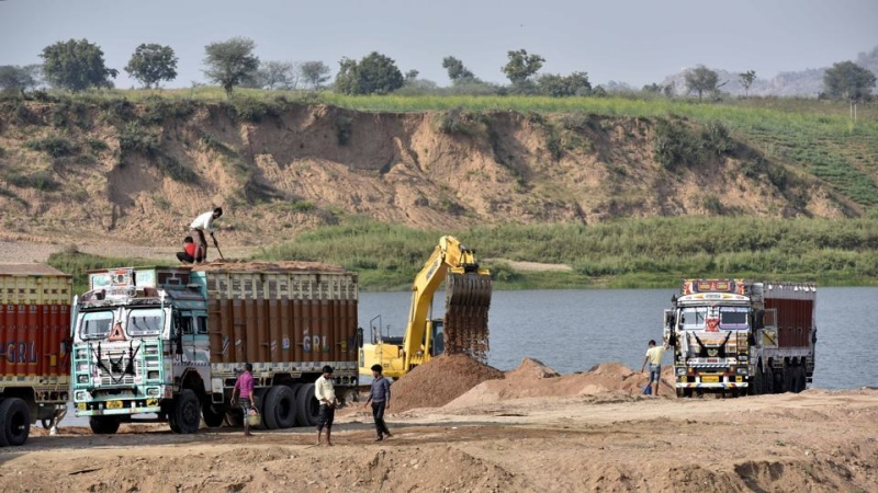 Sand mining on the banks of the Ken river in Banda, Uttar Pradesh. (Photo credit: HT ).