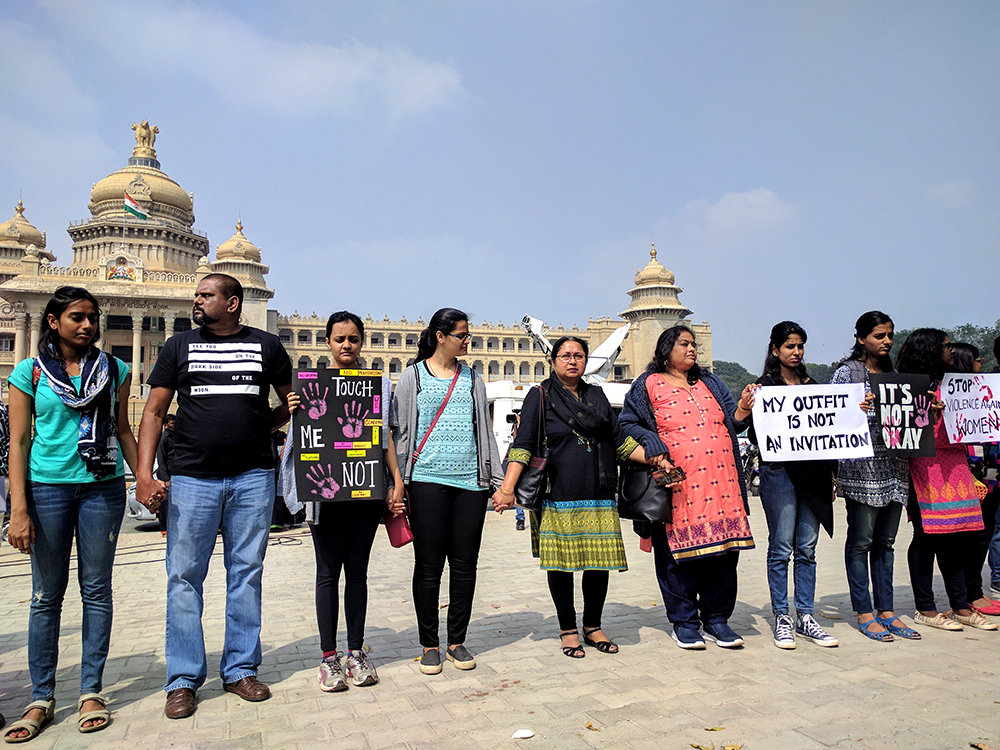 Human chain outside Vidhana Soudha. Image credit: Shruti Kedia