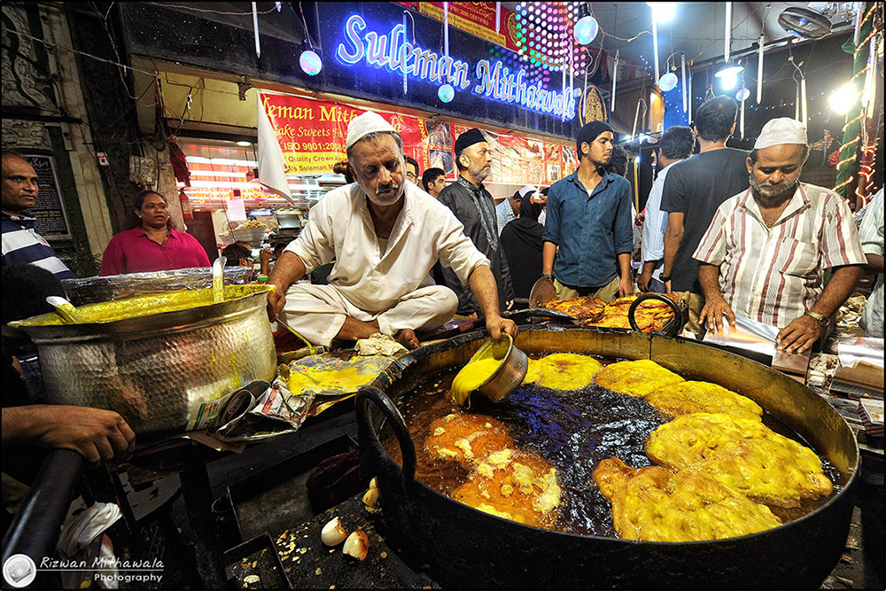 Malpua being prepared at Mohammed Ali Road for the feast that follows fasting during Ramzan.