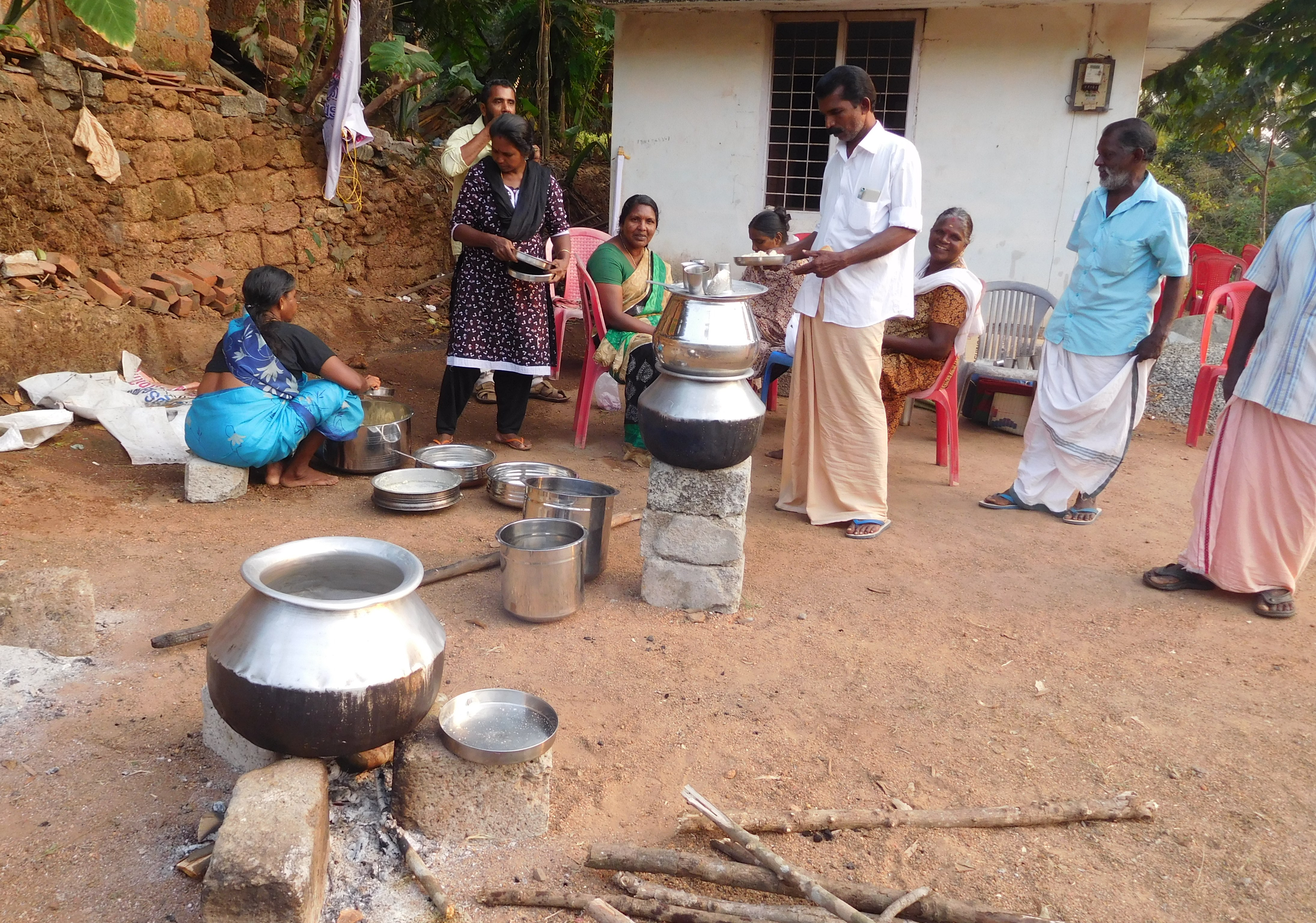 Protesters cook food at the Kerala Pulaya Maha Sabah office in Vadayampady. Photo: TA Ameerudheen