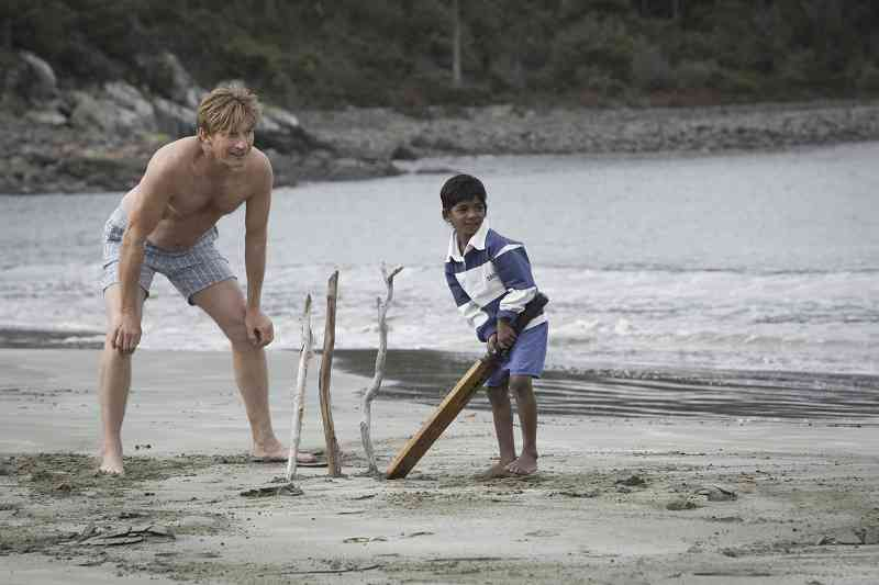 David Wenham and Sunny Pawar in Lion (2016). Courtesy The Weinstein Company.