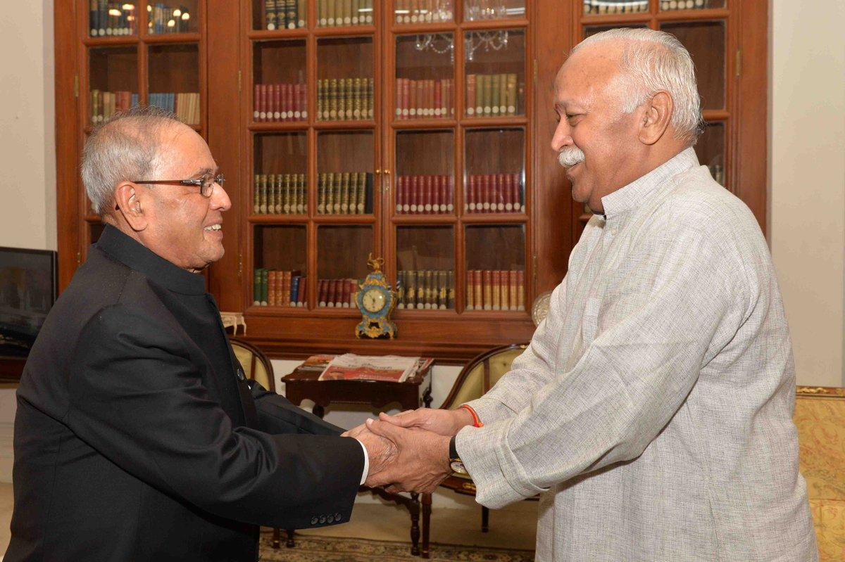 Pranab Mukherjee with RSS chief Mohan Bhagwat at Rashtrapati Bhavan in 2015. Photo via Twitter