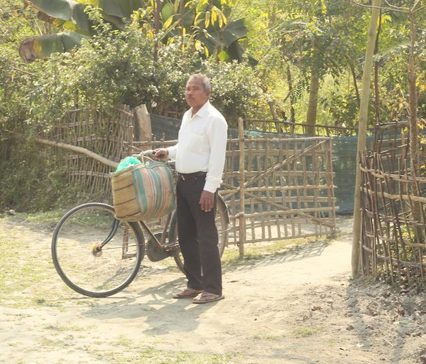 Payeng said he prefers traveling by bicycle rather than relying on polluting vehicles that use fuel. Photo Credit: Bikash Kumar Bhattacharya