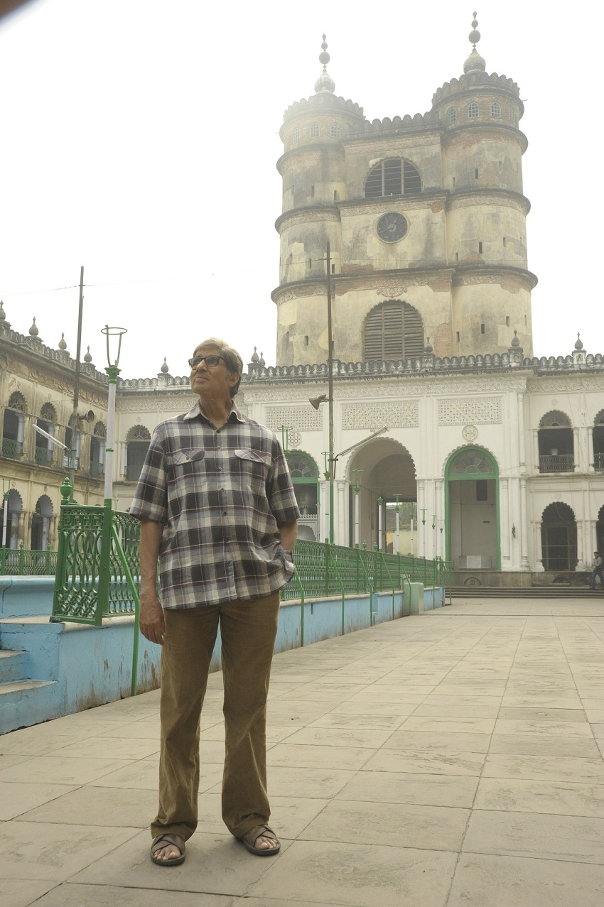 Amitabh Bachchan at the Imambara in Chinsurah in 'Te3n'.