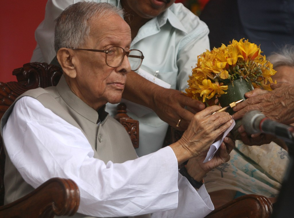 Jyoti Basu had a taste for fine living and stayed in a sprawling state bungalow after retirement. Photo credit: Reuters