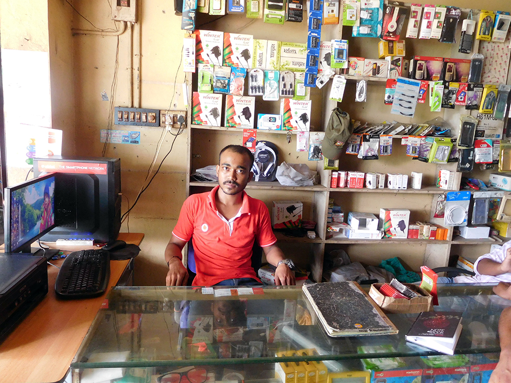 Alam Gir Mondal in his shop at Allapra, Perumbavoor. Photo credit: TA Ameerudheen