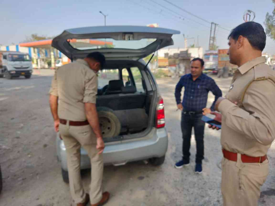 A flying squad at work in Gautam Buddh Nagar in Uttar Pradesh. (Photo credit: District Information Officer, Rajesh Chauhan).
