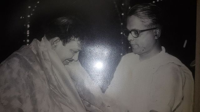 Karunanidhi with Dravidar Kazhagam colleague A Duraiarasan, year unknown. Credit: By Dtsk77 [CC BY-SA 4.0  (https://creativecommons.org/licenses/by-sa/4.0)], from Wikimedia Commons
