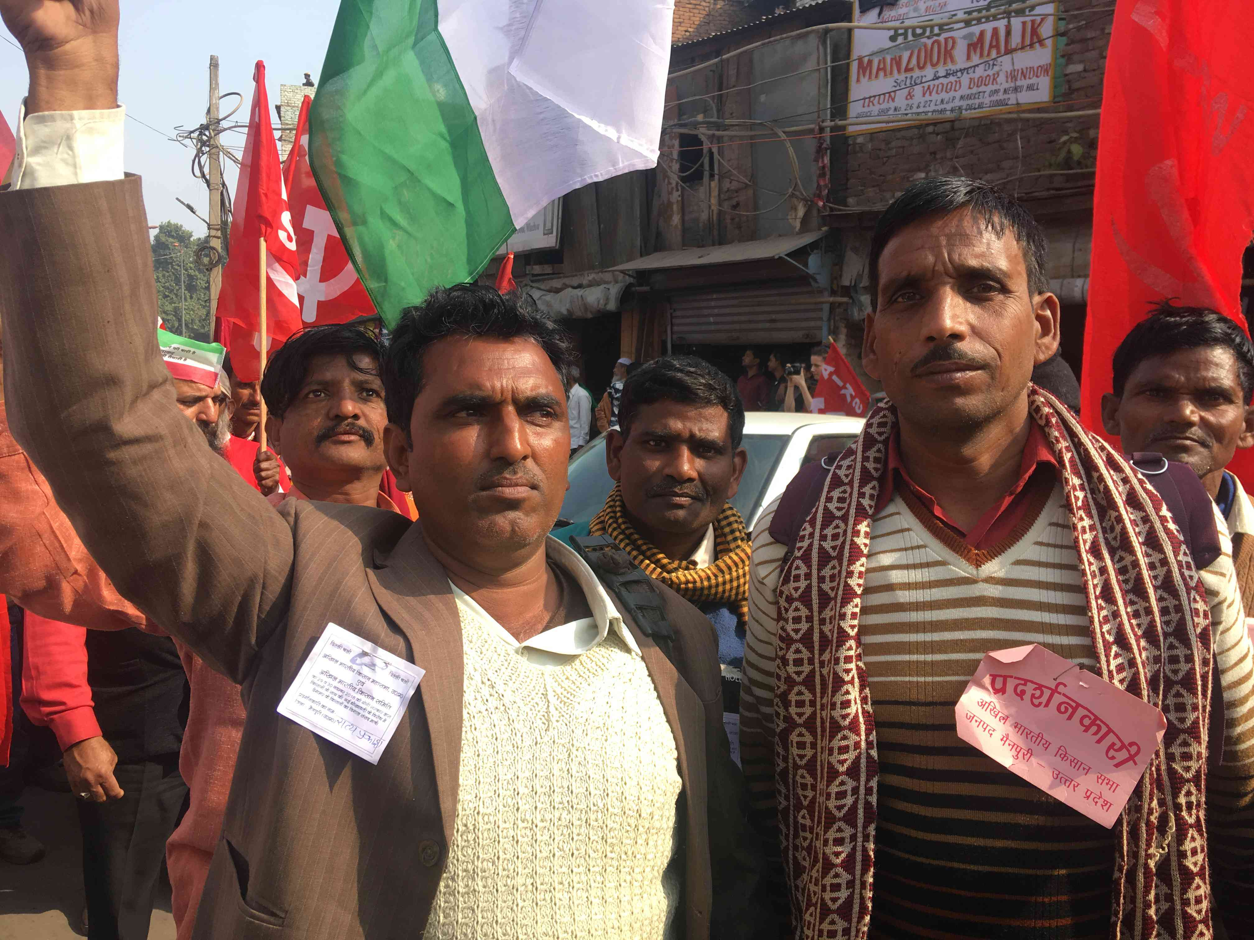 Satprakash Singh (left) and Jagbir Singh (right), from Mainpuri in Uttar Pradesh, demanded that their electricity bills be reduced.