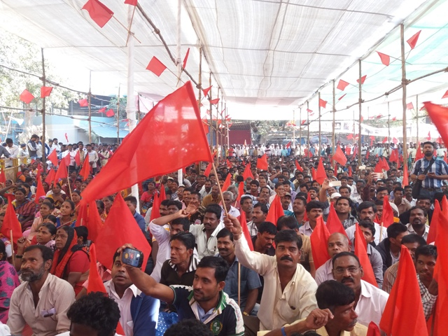 More than 2,000 safai karamcharis from across Mumbai and parts of Maharashtra attended the rally on Friday. Photo: Aarefa Johari