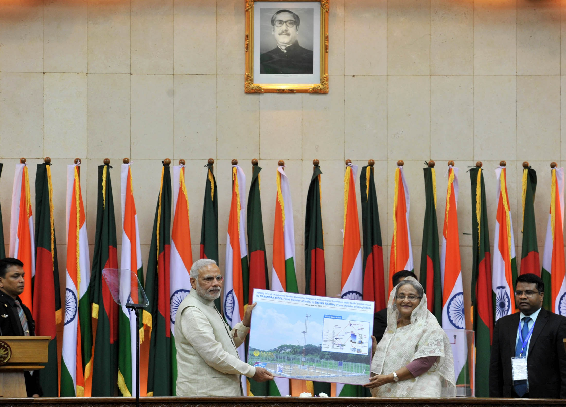 Prime Minister Narendra Modi and the Bangladesh Prime Minister Sheikh Hasina exchanging the memorabilia, in Dhaka, Bangladesh on June 6, 2015. Photo: IANS/PIB