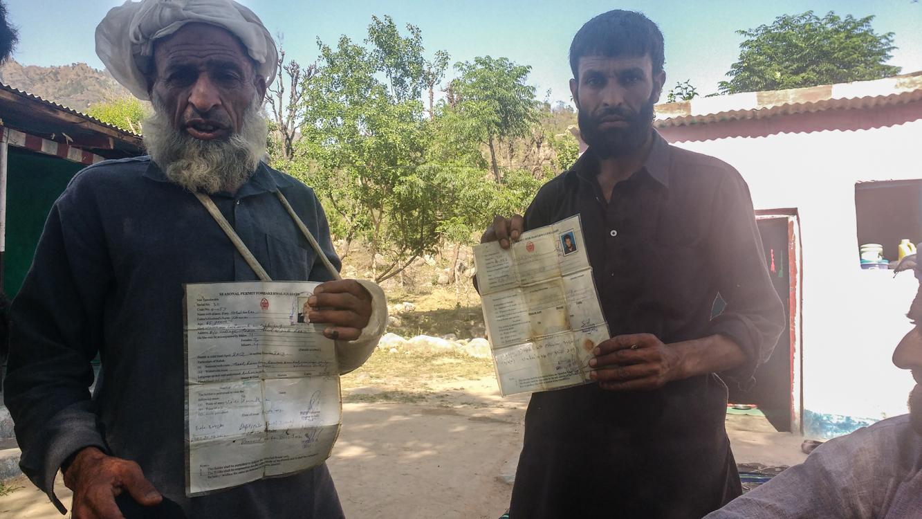 Sabir Ali (left) and his relative. Photo: Rayan Naqash