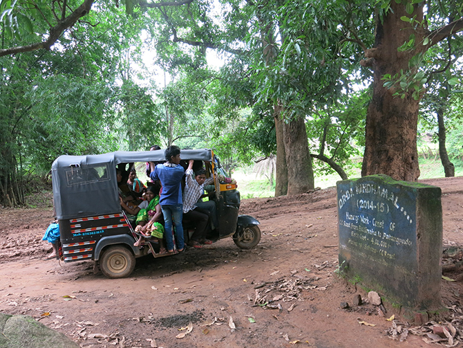 Villagers commute on broken roads, packed into autos. The main block town of Baliguda is over 40 kilometres away. Photo by Chitrangada Choudhury.