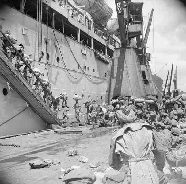 Men of the Rajput Rifles embark for the Andaman Islands aboard the troopship Dilwara.