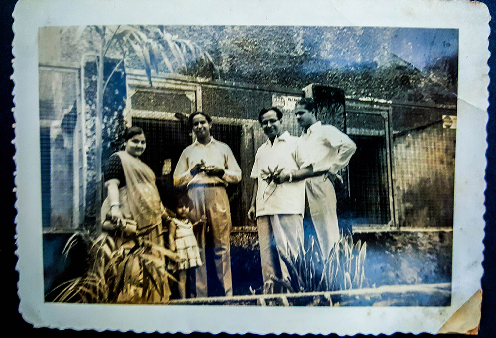 Sindhi family of WH Moorjani at the Dehiwela Zoo, circa 1955. Photo credit: Naresh Moorjani