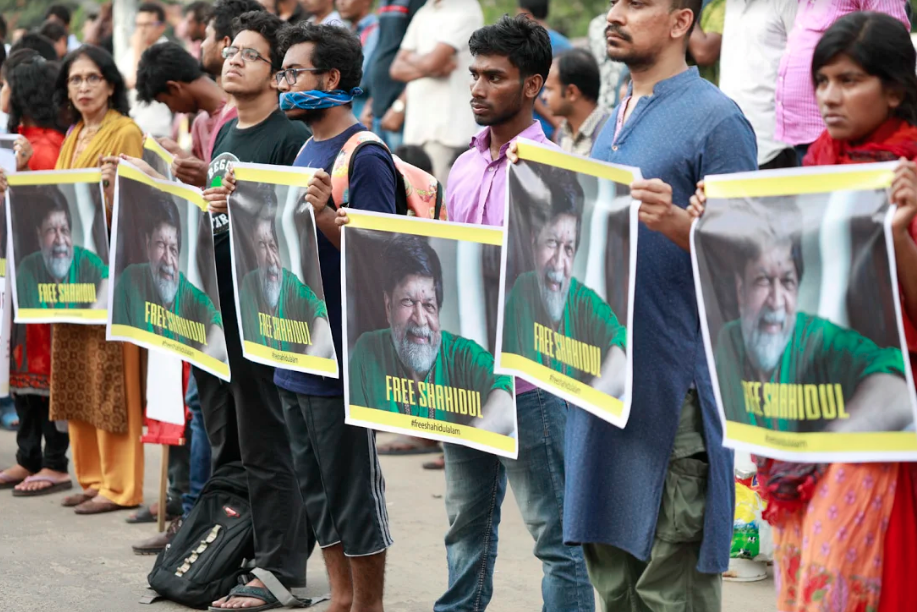 A demonstration against the arrest of Shahidul Alam outside the National Museum in Shahbag, Dhaka, on August 11. (Photo credit: Habibul Haque / Drik)