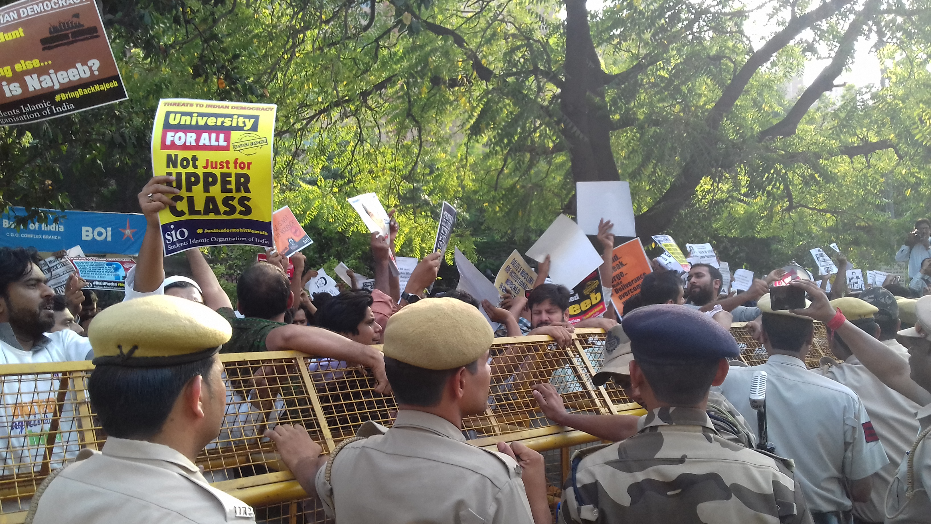 Police deployed outside CBI headquarters during protests to demand faster probe in Najeeb Ahmad missing case. (Image Credit: Abhishek Dey)