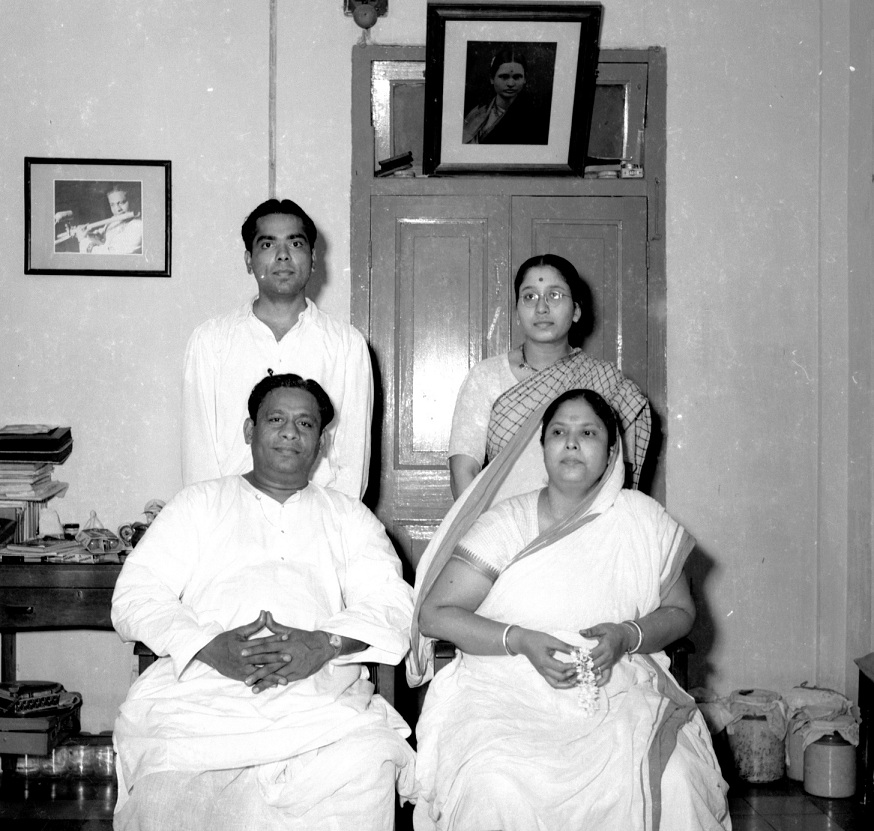 Pannalal and Parul Ghosh (seated) with VG Karnad and his wife. Courtesy VG Karnad/Vishvas Kulkarni.