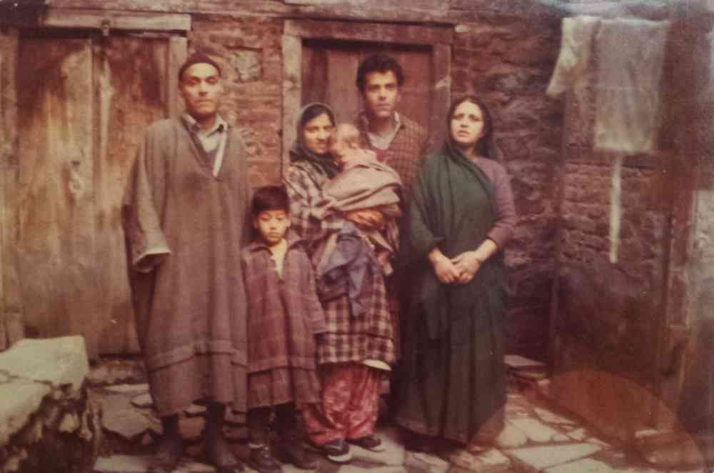 Left to Right: Omkar Nath Gigoo, Siddhartha Gigoo, Sarla Gigoo, Henna Gigoo, Arvind Gigoo, Uma Shori Gigoo (1980, Kashmir)