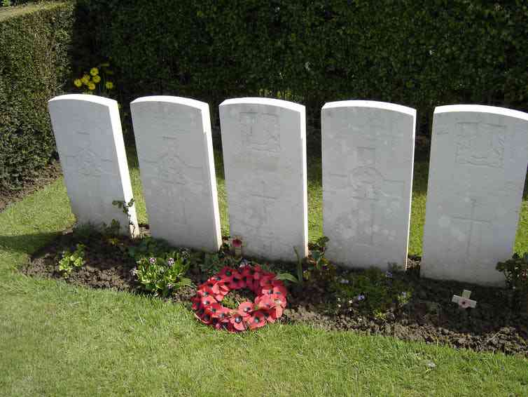 Wilfred Owen's grave at Ors Cemetery in France. Photo Credit: Hektor/Wikimedia Commons