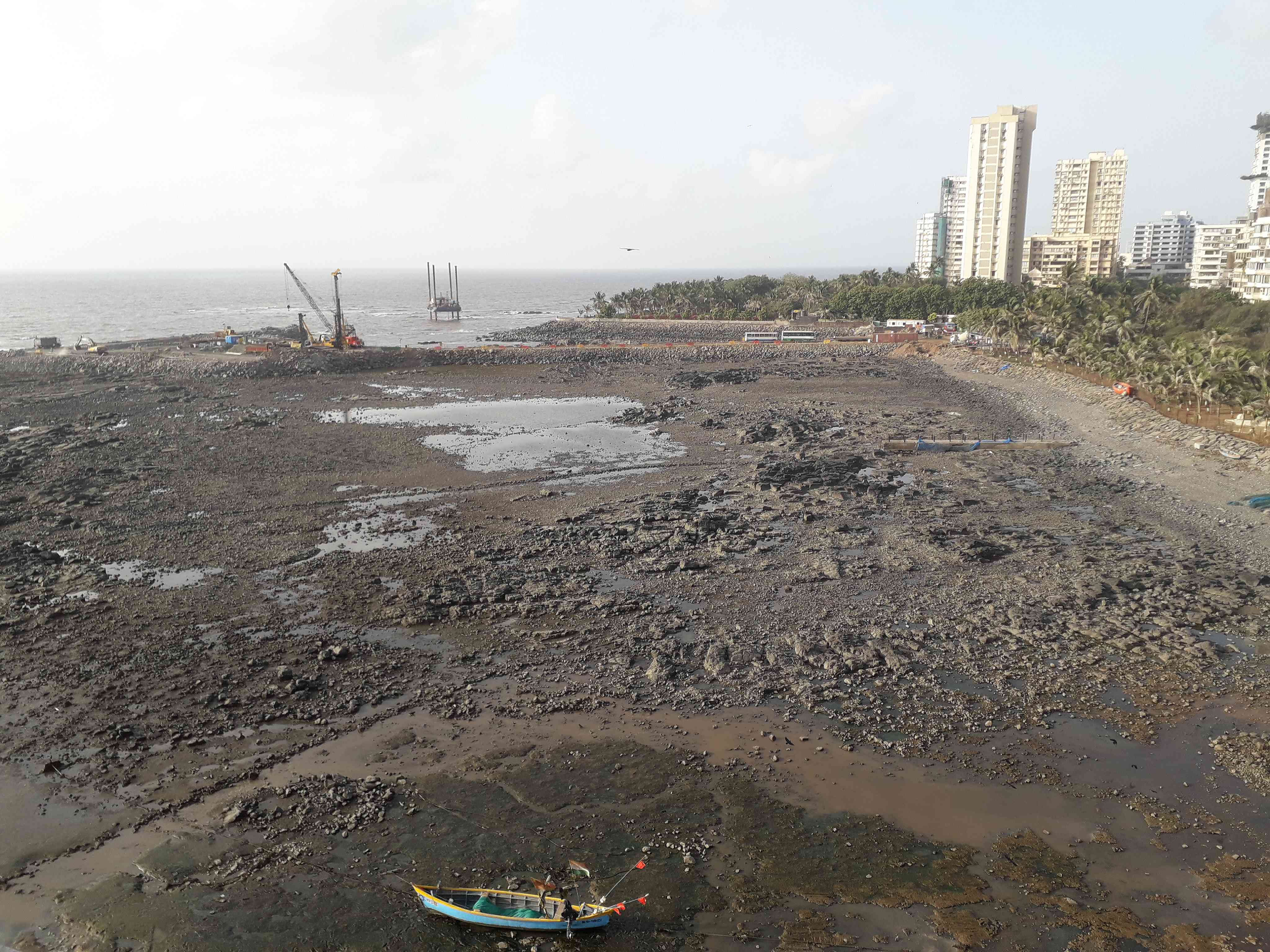The coastal road project proposes to reclaim this entire portion of the coast at Breach Candy, which fills up with water during high-tide and is used by fishing communities. (Photo credit: Aarefa Johari).