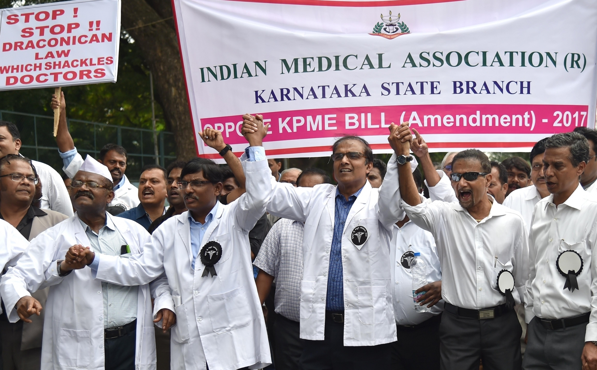Doctors and healthcare professionals stage a demonstration against proposed amendments to the Karnataka Private Medical Establishments (KPME) Act, in Bengaluru on June 16, 2017. (Photo: IANS)