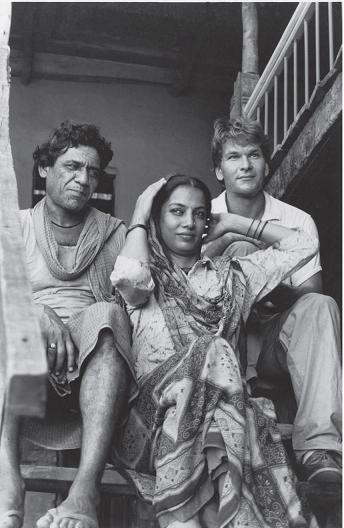 Om Puri, Shabana Azmi and Patrick Swayze on the sets of City of Joy. Courtesy Om Puri Unlikely Hero, Roli Books.