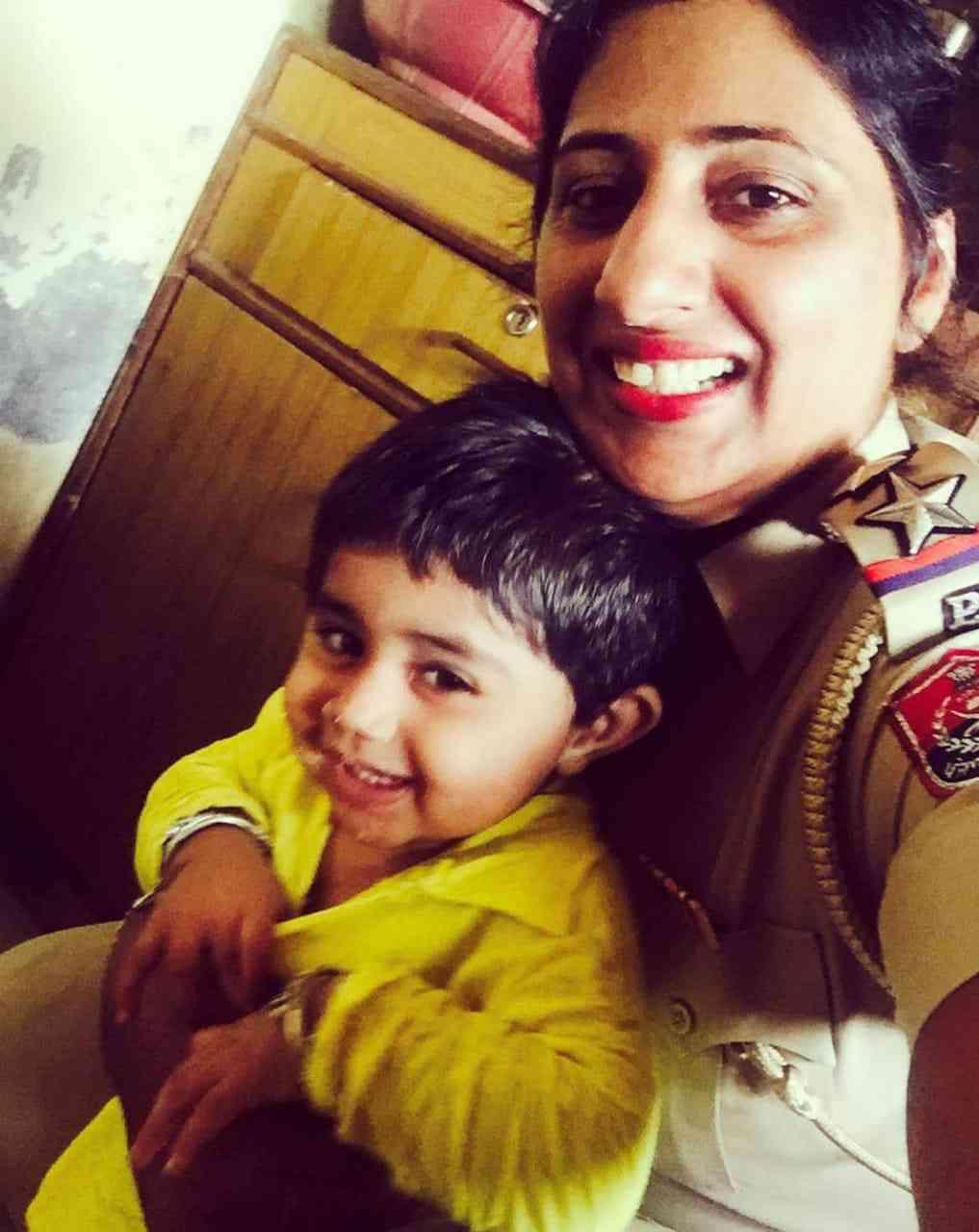 Gursharan Preet Kaur with her daughter Nimrat