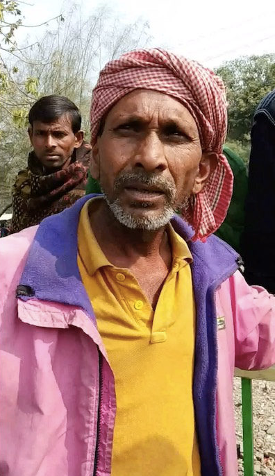 Before demonetisation, Kailash Sisodia, 45, worked 25 days a month for Rs 12,000. Now, he works 14 days and his wife and son must also work to compensate. But the family together earns the same amount he once did. Photo credit: Manish Chandra Mishra/IndiaSpend