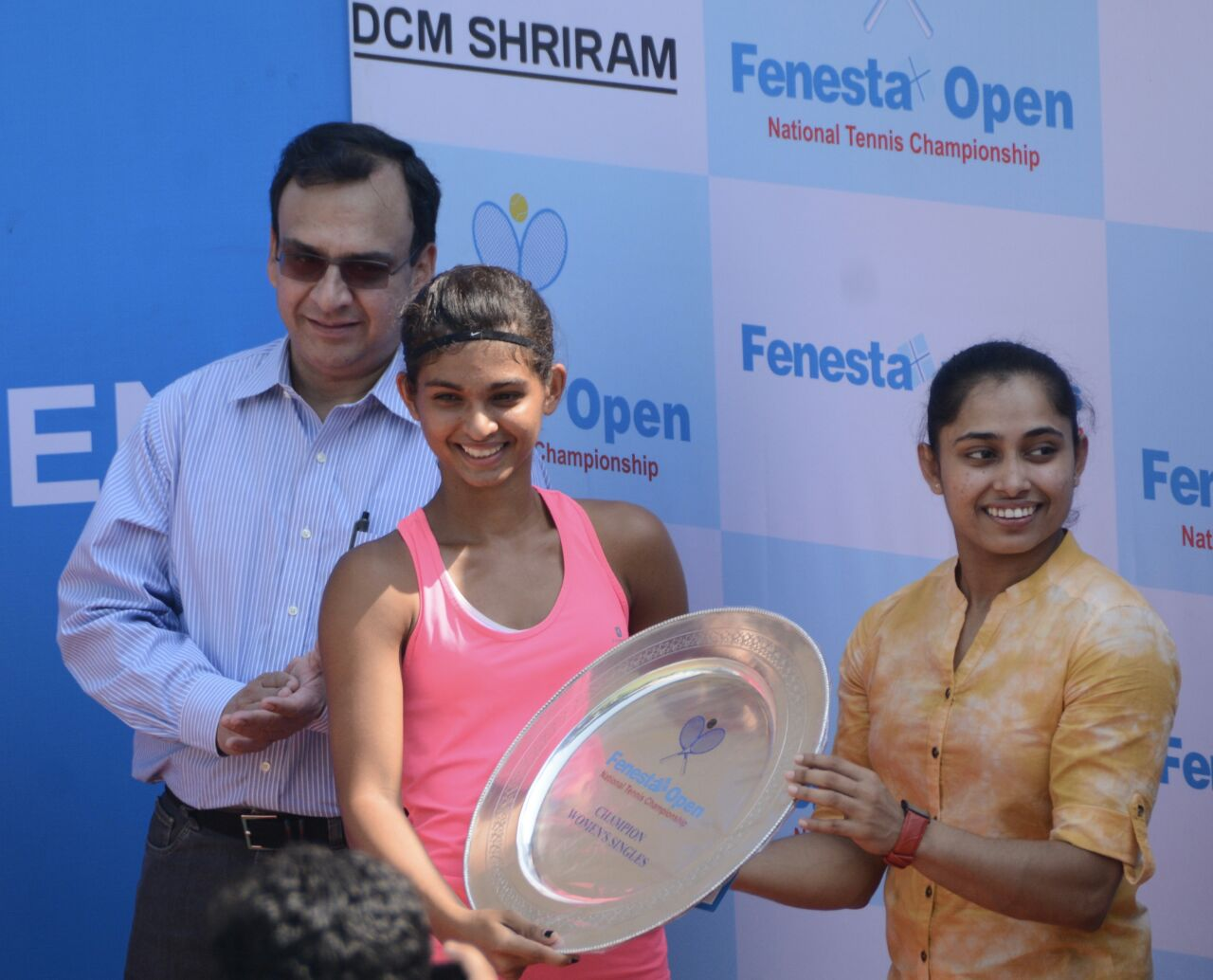 Receiving the Fenesta National Championships trophy from Dipa Karmakar. Image Credit: Mahak Jain