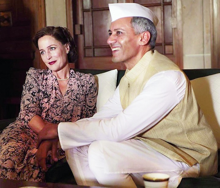 Edwina Mountbatten (Gillian Anderson) and Jawaharlal Nehru (Tanveer Ghani) in Viceroy's House.