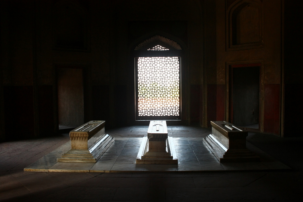 Cenotaph of Hamida Banu Begum along with that of Dara Shikoh and others, is located in a side chamber of Humayun's Tomb, Delhi. Credit: via Flickr CC BY