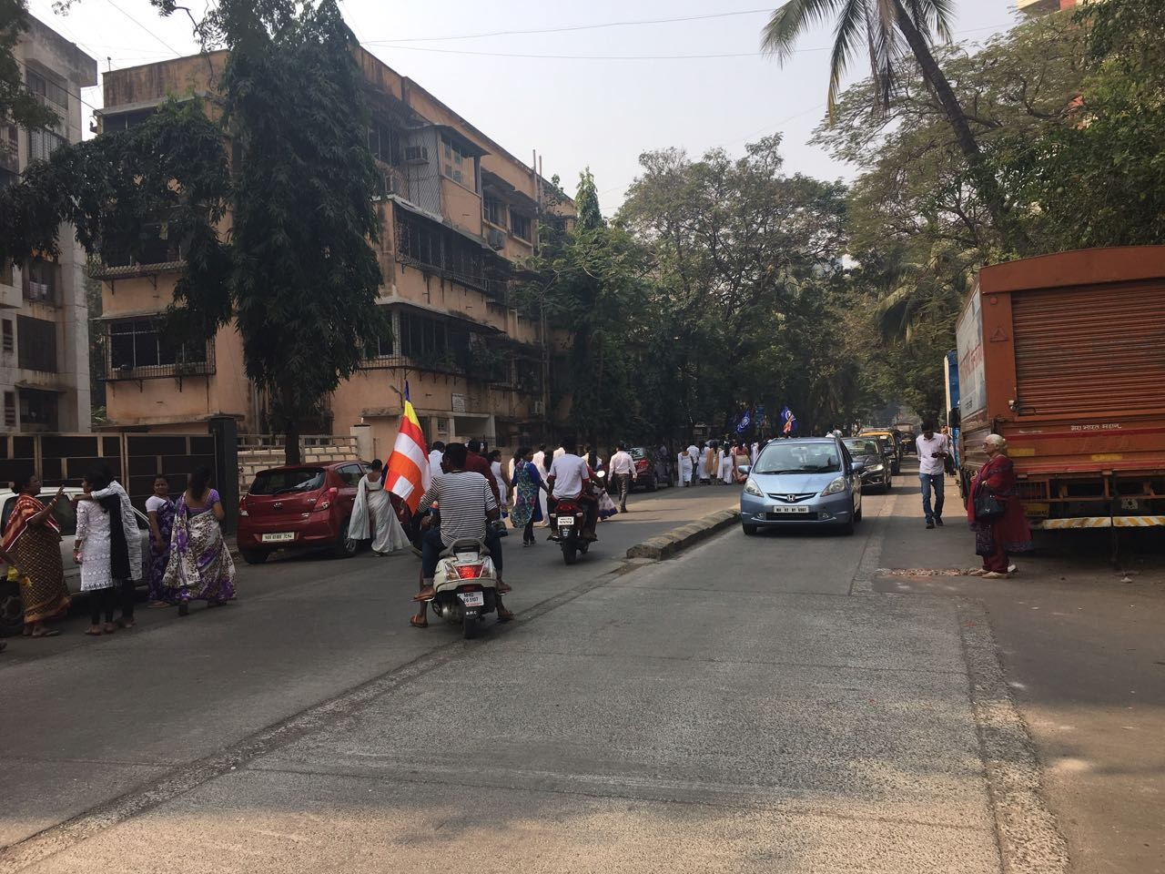 Activists gathered in Khar on Wednesday afternoon, joining the statewide protests against the attack on Dalits visiting Bhima Koregaon. (Sruthi Ganapathy Raman/Scroll.in)