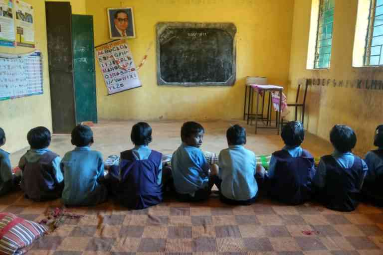Students in a primary school in Manjhipara village. Photo Credit: Mayank Aggarwal/Mongabay-India